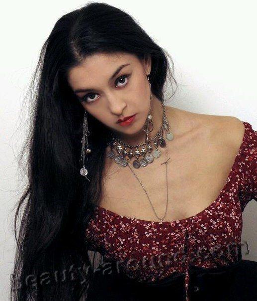 foto-krasivoy-tsiganki-molodoy