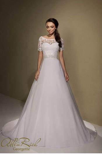 Свадебные платья в магазине салют