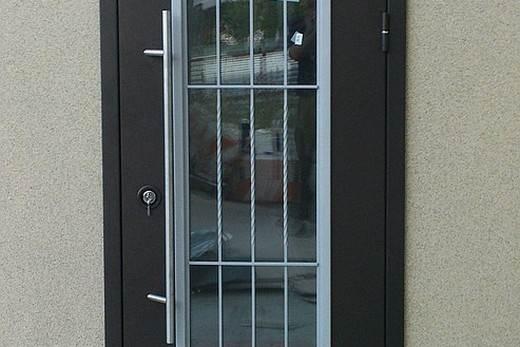 железная двери с бронированным стеклом