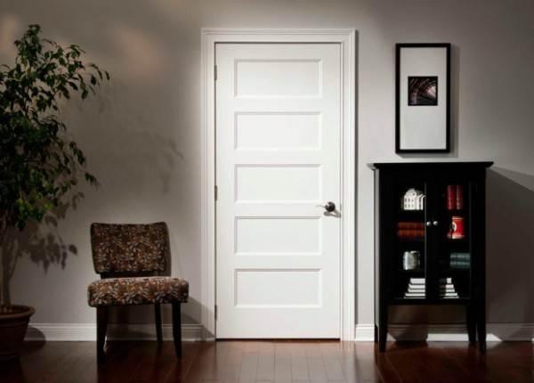 Как облагородить входную металлическую дверь