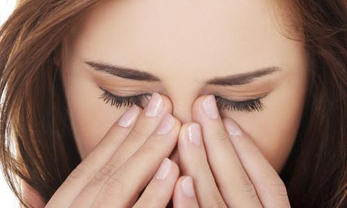 Снижение зрения на один глаз является признаком