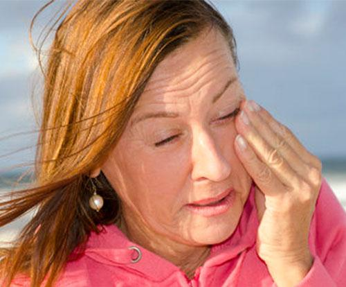 Почему слезятся глаза на морозе и ветре